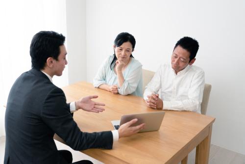 「生存給付金付定期保険」の意味や関連する保険、どんな時に使われるかを徹底解説!