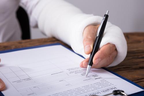 「休業補償」の意味や関連する保険、どんな時に使われるかを徹底解説!