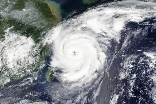 「天候デリバディブ」の意味や関連する保険、どんな時に使われるかを徹底解説!
