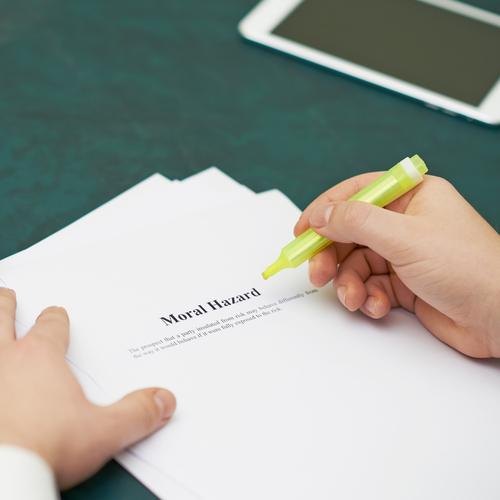 「モラルハザード」の意味や関連する保険、どんな時に使われるかを徹底解説!